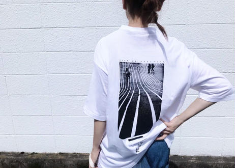 【Relax】Unisex Back Print Big Silhouette Tee ( Lane )