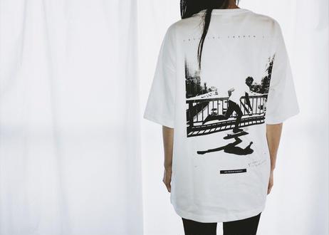 【Relax】Unisex Back Print Big Silhouette Tee ( White )