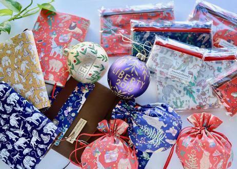 リバティラミネートポーチ(小)リバティクリスマス・ホワイト(お客様レビューあり)