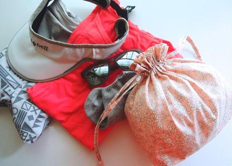 リバティトラベル巾着・イルマ(70%縮小サイズ)・ブラック