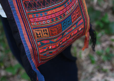 アカ族古布肩掛け鞄 3