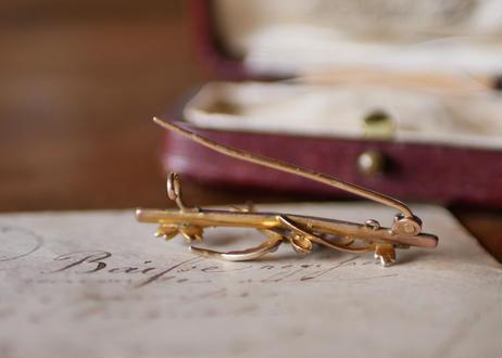 K9 seed pearl   SWALLOW  brooch