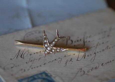 9K swallow brooch