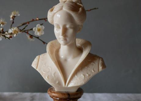 Beautiful woman Statue