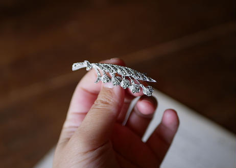 muguet brooch