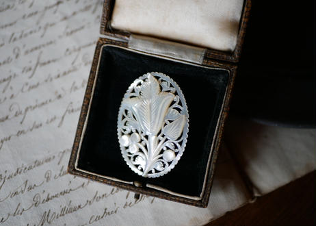 Mother of pearl brooch 【白蝶貝】