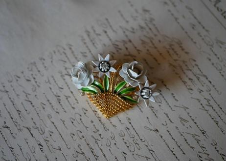 Crown Trifari, flower brooch