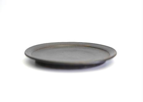 八10 黒釉つば6寸皿