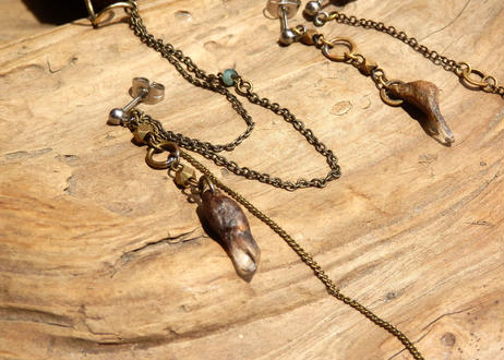 水晶の実とエメラルドの耳飾り〈3個set〉
