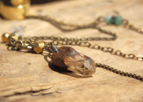 水晶の実とエメラルドの片耳の耳飾り〈片耳〉