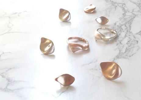 【SV925】flower shower with Diamond : Pierced Earrings(Pink Silver/Silver)