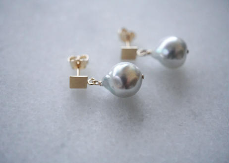 Akoya gray square stud pierce