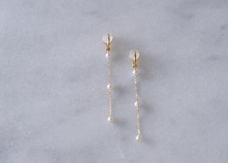 Akoya white 3粒long station soft nonhole pierce