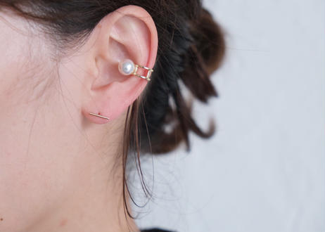 Akoya white L ear cuff