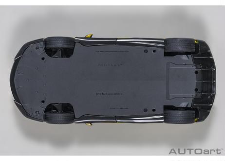 AUTOart 1/18 マクラーレン 600LT(イエロー・パール/カーボン・ルーフ) 76082