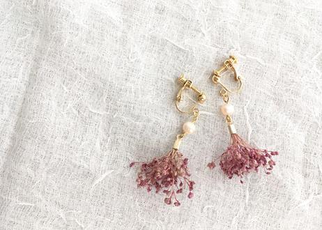 カスミソウと淡水パールのイヤリング  ピンク