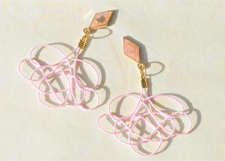 蝶を閉じ込めた純金箔と水引 ~夢ピンク~ Pure Gold Leaf with Enclosed Butterflies and Mizuhiki Earrings  ~Dream Pink~