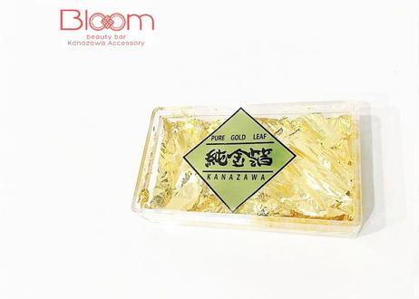 夜桜が舞う純金箔の帯留め Pure Gold Leaf Obidome with Cherry Blossoms at Night
