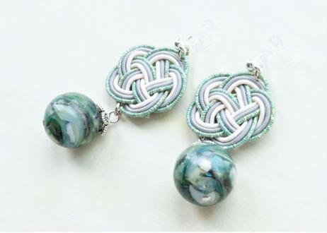 金沢水引とシェルビーズの耳飾り Mizuhiki and shell beads earrings