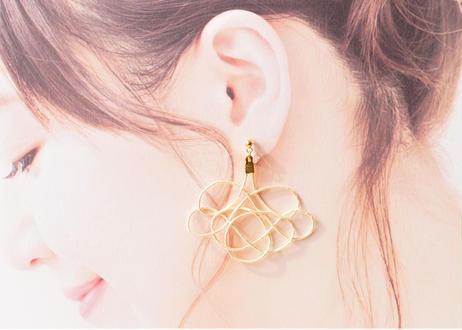 金沢水引のオーロラ耳飾り Sway Aurora Earrings with Mizuhiki