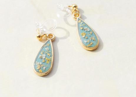 純金箔と押し花の耳飾り ~ スモーキーブルー ~ Pure Gold Leaf and Pressed Flower Earrings ~ Smoky Blue ~