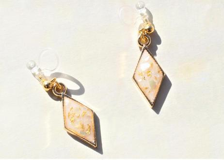 純金箔とクラッシュシェルの耳飾り ~ イエロー ~ Pure Gold Leaf Earrings with Shells - Yellow