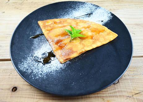 厚焼きクレープ、北海道産バター、アカシア花のはちみつ、シナモン