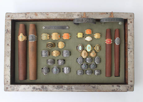 """Cigar label"" Silver ring / Crown"