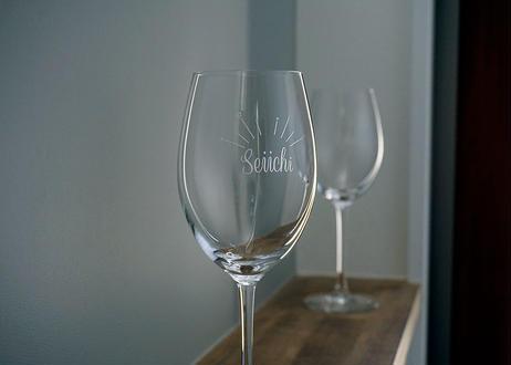 シンプルポップな名入れワイングラス