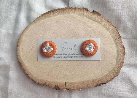 まるまる刺繍イヤリング(オレンジ)