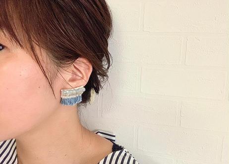 ビーズ刺繍スクエアフリンジの耳飾り〈ブルー〉
