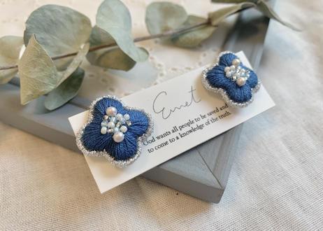おはな刺繍イヤリング(ブルー)