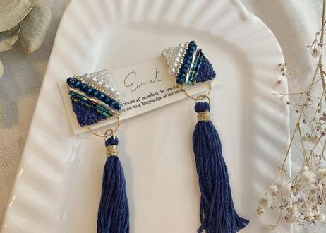 ビーズ刺繍2wayタッセルのイヤリング(ネイビー)
