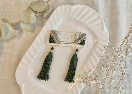 ビーズ刺繍2wayタッセルのイヤリング(グリーン)