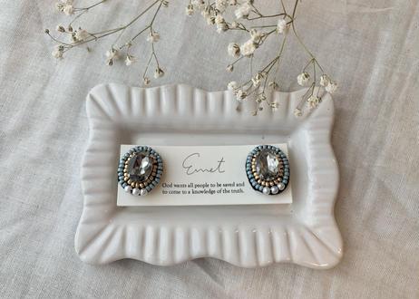 ビジュー刺繍オーバルイヤリング(ブルー)