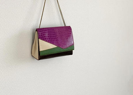 shoulder bag with mixed materials chain