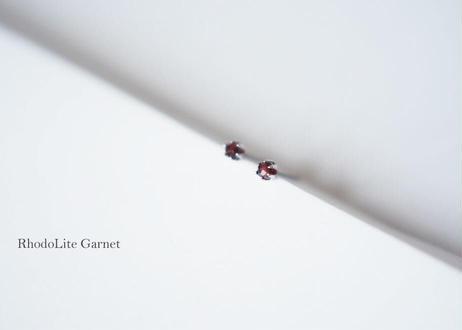 薔薇色ガーネットの小さいピアス