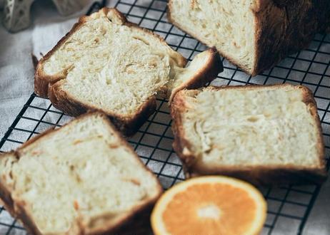 【リクエストにお応えして1/2サイズが登場!】夏に食べたい しっとりデニッシュ食パン:プレミアムオレンジ〜デニッシュ仕立て〜  ハーフサイズ