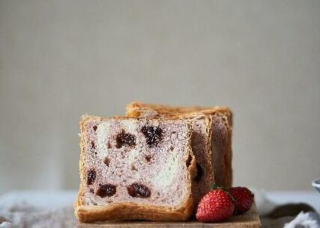 あの大人気食パンがさらにおいしく!【あまずっぱい春の新作】プレミアムベリー&ベリー〜ホワイトチョコ仕立て〜