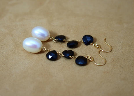 Black Spinal&Pearl Design Earrings