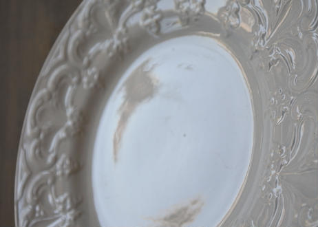 クレイユエモントロー 白いレリーフリム 皿 #2〖202108-022〗