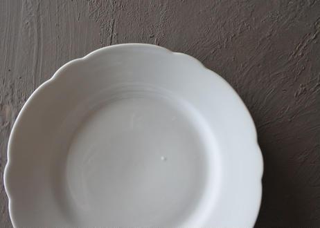 白いポーセリン 花リム 小さめデザート皿 19.3cm 2枚セット〖202109-15〗