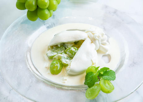 【秋季・数量限定!】シャインマスカットをそのまま贅沢にクリーミーなチーズに詰め込んだ『とろけるシャインマスカットブッラータ』