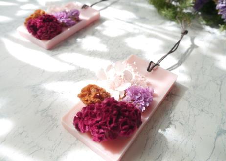 《花遊びアロマワックスサシェ 》Rose red Celosia