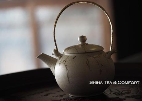 常滑伊藤成二甚秋藻掛急須  Jinshu White Seaweed Metal Top Handle Teapot KYUSU
