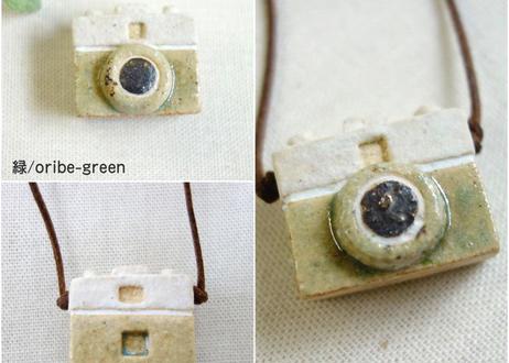 小さな陶のカメラ