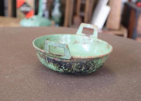 グリーン色の小鍋