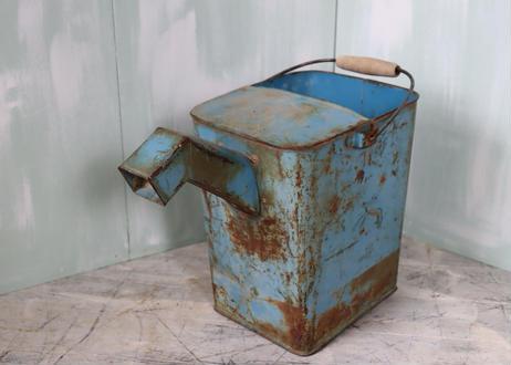 ブリキ缶保存容器ジョーロ