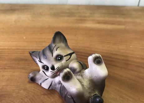 小さな子猫の置物