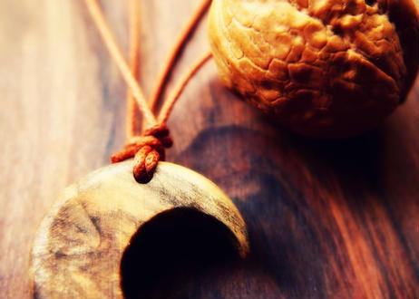 クルミの木のペンダント